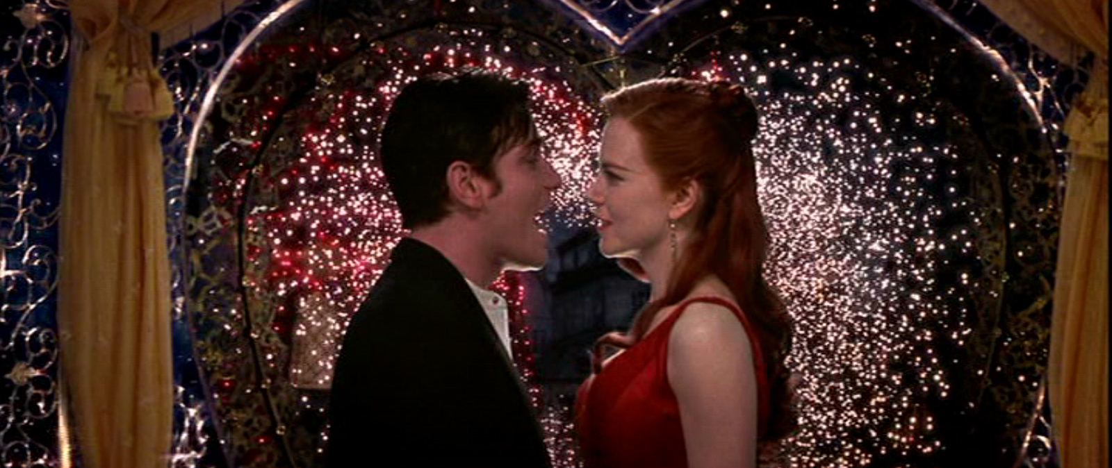 baz luhrmanns moulin rouge story of love and passion Moulin rouge ( bande annonce vf but ultimately tragic love affair with the club's filmmaker baz luhrmann, moulin rouge is a euphorically high-style.